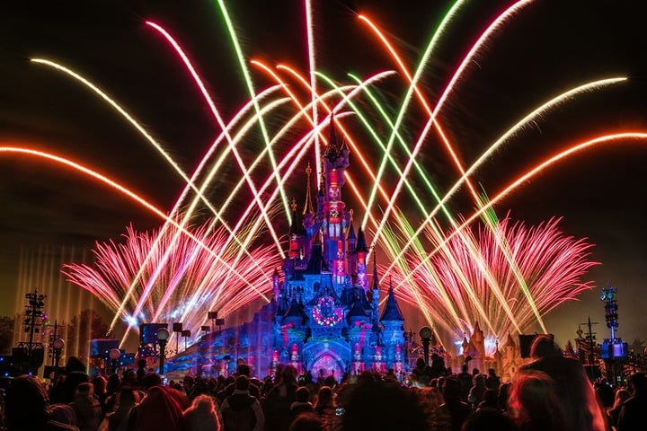 Win 3D/2N Disneyland Paris Holiday Tour for 2 Adult and 2 Children - #Competition (UK)